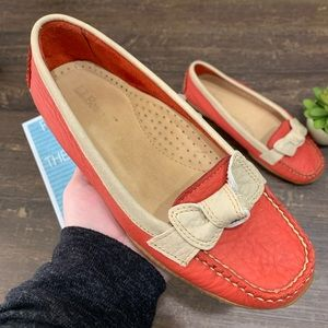 LL Bean Pebbled Leather Coral Bow Loafers Size 6
